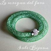 Bracciale rete tubolare verde con cristalli e calamita strass
