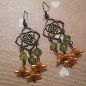 Orecchini pendenti con perline verdi e fiorellini gialli