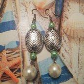 Orecchini pendenti con perline verde Tiffany e perla bianca