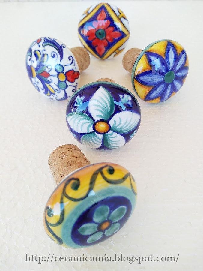 Tappi bottiglia in ceramica dipinti a mano