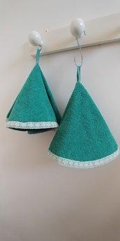 Coppia di ascigapiatti a forma di cono realizzato  in  morbida spugna di colore verde giada decorati con graziosomerletto in tinta