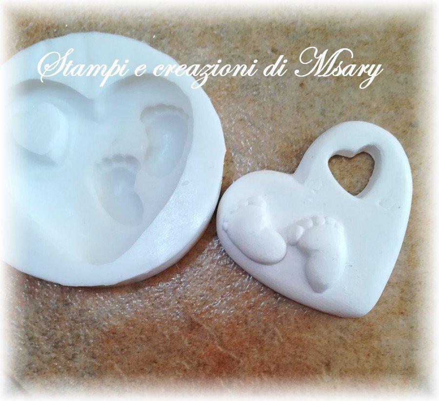 Stampo cuore con piedini in silicone