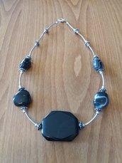 Collana con pietre in agata nera, argento tibetano ed acciaio