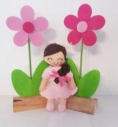Bambolina con fiori in feltro