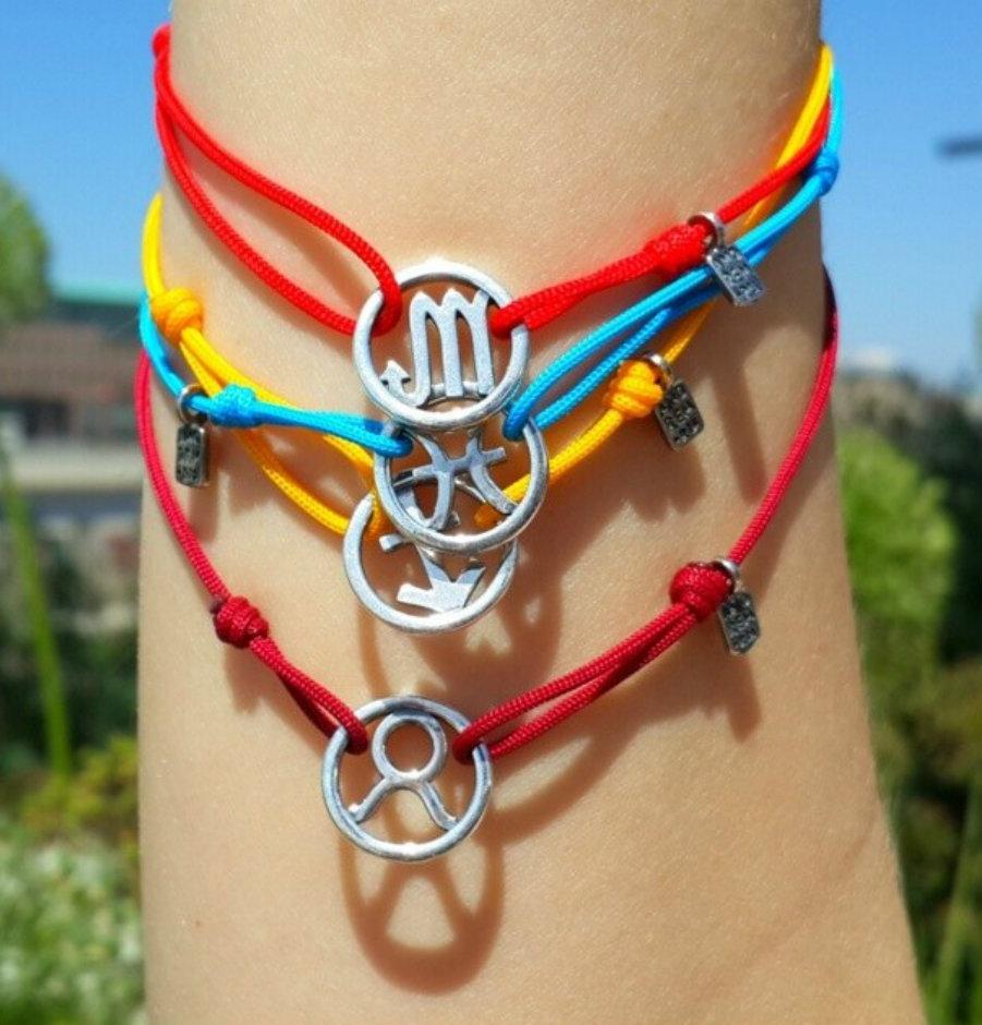 Bracciale di corda con pendente charm in argento Gemelli, fatto a mano