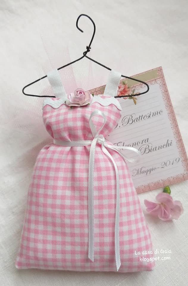 Bomboniera abitino appeso alla gruccia,per battesimo,nascita o altre cerimonie,personalizzabile