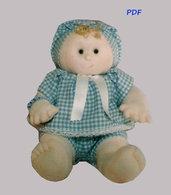 Cartamodello bambolotto articolato con mani e piedi scolpiti ad ago.