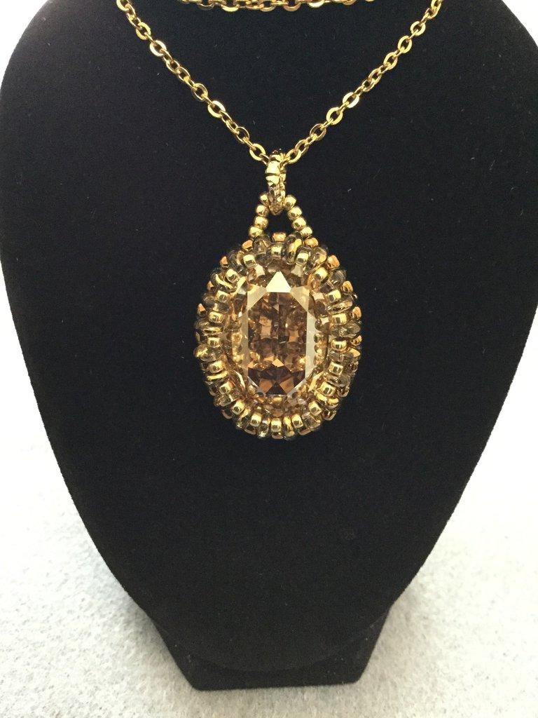 Collana in acciaio inox colore oro con pendente cabochon Swarovski 25x18mm