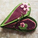 porta cucito a forma di cuore in feltro, può contenere il neccessario per cucire
