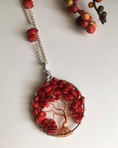 Collana con ciondolo albero della vita con pietre dure di corallo bambù e filo di rame