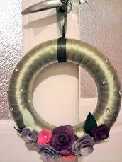 Ghirlanda con fiori di pannolenci