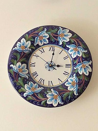 Orologio di ceramica da muro dipinto a mano