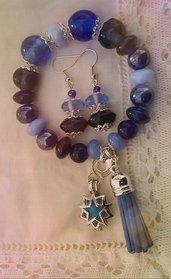 Parure: bracciale perle azzurre/blu con filo armonico e ciondolo aromaterapia con orecchini  semplici ed eleganti
