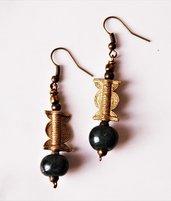 giada del Guatemala e antiche perle a cera persa orecchini etnici con perle tribali e pietre dure