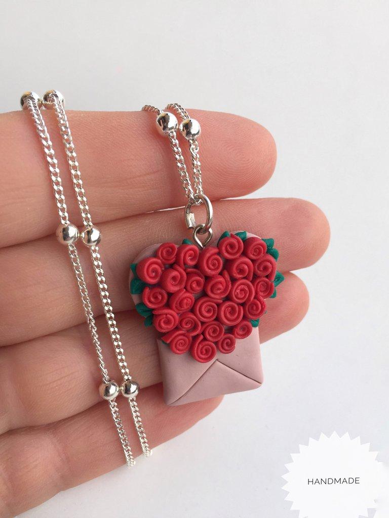 Collana cuore di rose rosse