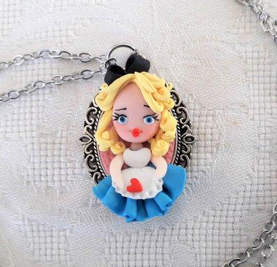 Alice in fimo, Collana con ciondolo kawaii