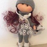 bambola in pannolenci fatta a mano