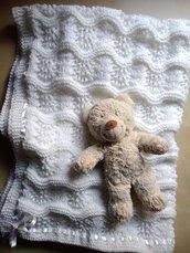 Copertina lettino bianca ai ferri in lana neonato elegante battesimo bianco fatta a mano regalo nascita