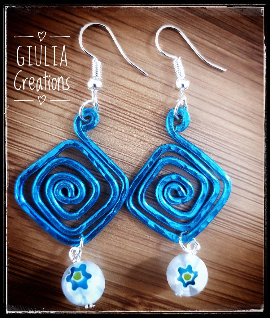 orecchini di alluminio azzurro martellato e murrine