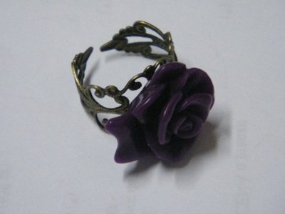 Anello con rosa viola