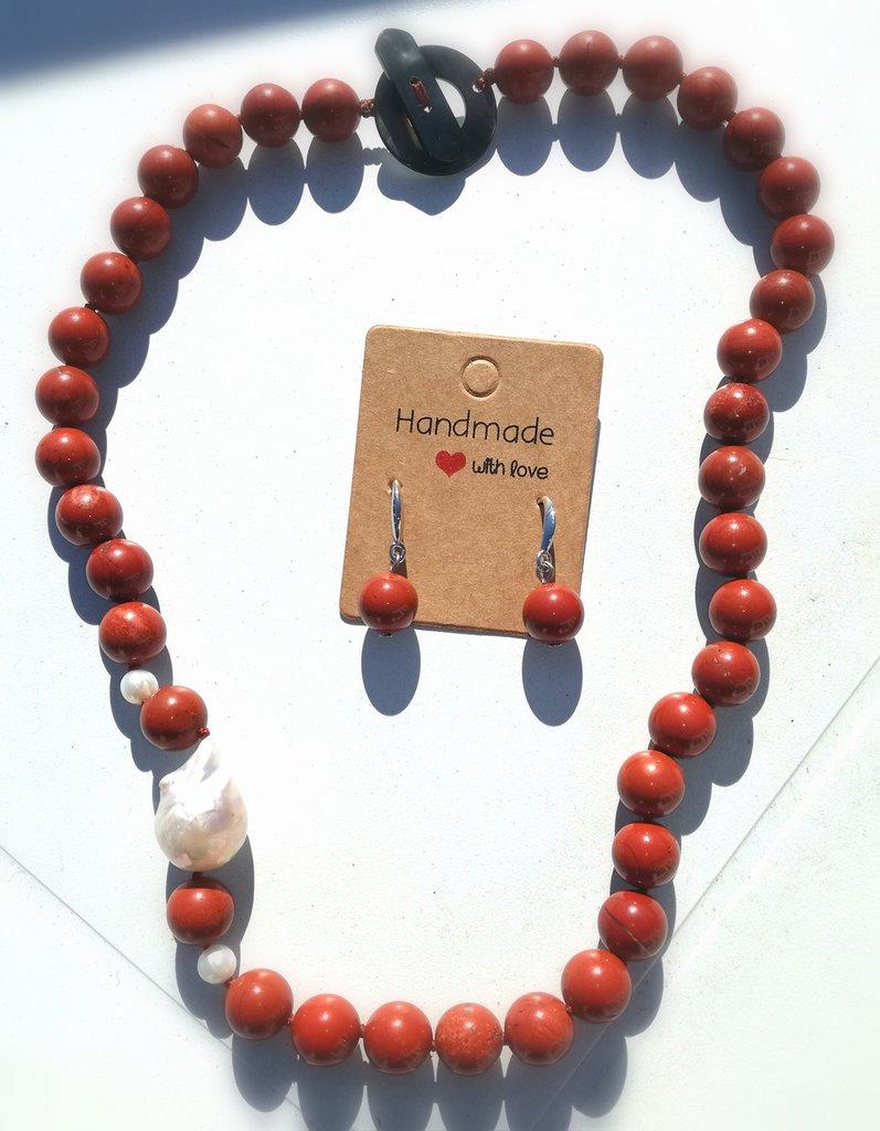 girocollo e orecchini con diaspro rosso e perla barocca