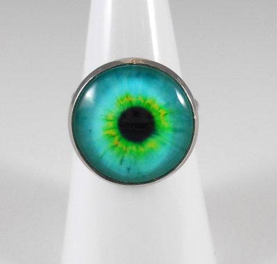 Anello con cabochon occhio iride verde acqua