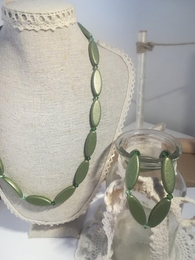 Collana verde Swarovski satinato. Bracciale. Completo smeraldo elasticizzato