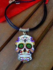 Girocollo con teschio messicano in legno dipinto a mano