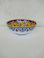 Ciotola di ceramica dipinta a mano