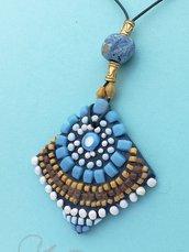 Ciondolo mosaico azzurro e beige