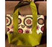 Borsa a spalla shopper bag in tessuto fatta a mano - Molto capiente con tasca esterna ed interna - Colore verde e fantasia