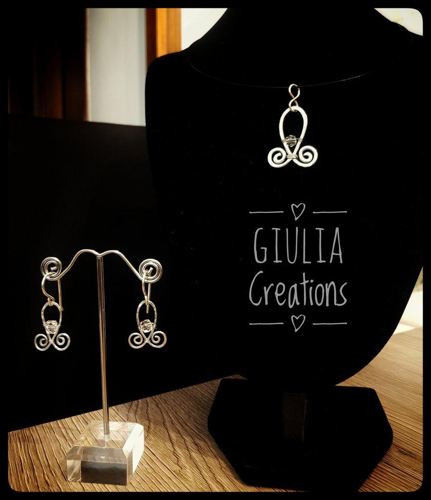 Parure di collana e orecchini in alluminio