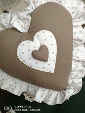 Cuscino cuore gigante stile shabby tortora bianco