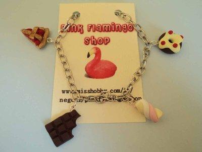 bracciale goloso in fimo con cioccolata, marshmellow, ciambellina e fetta torta