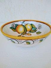 Ciotolina di maiolica con limoni dipinti