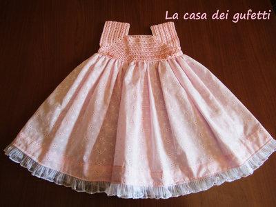 Vestitino rosa con corpino in filo e gonna in stoffa con bordo in tulle bianco