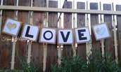 """festone decorativo """"LOVE"""" a tema viaggio,festone amore con cuori,decorazioni matrimonio,tavolo confetti,sposi,carta kraft,decorazioni da muro,wedding banner"""