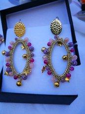 Orecchini ovali lunghi, rosa viola e cipria. scatola inclusa