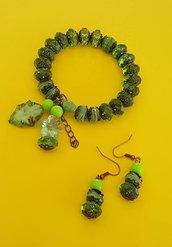 Parure bracciale /orecchini  sfaccettate... verde come prime gemme di primavera.
