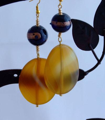 Orecchini in giallo ocra e blu