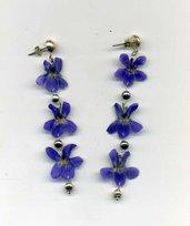 ORECCHINI pendenti lunghi con tre violette vere