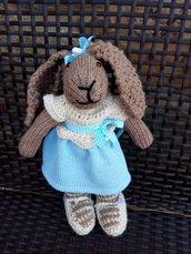 Coniglietta di maglia in lana