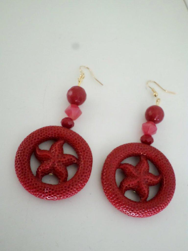 orecchini pendenti con radice di rubino e stella marina
