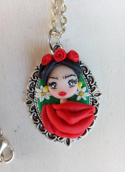 Frida Kahlo in fimo, collana con cammeo
