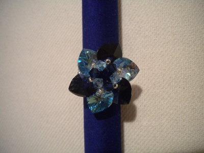 Anello fiore con cuori blu