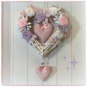 Cuore/fiocco nascita in vimini con roselline e cuori sui toni  rosa,lilla e bianco