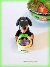 Decorazioni Pasqua bassotto con uova di pasqua personalizzato con il nome sul cestino, regalo pasqua per amanti dei bassotti, scultura