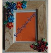 Cornice con fiori multicolore