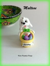 Decorazioni Pasqua cane maltese con uova di pasqua personalizzato con il nome sul cestino, regalo pasqua per amanti dei maltesi, scultura