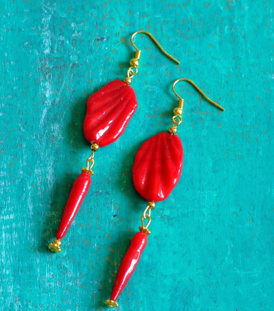 Orecchini rossi con perle vintage